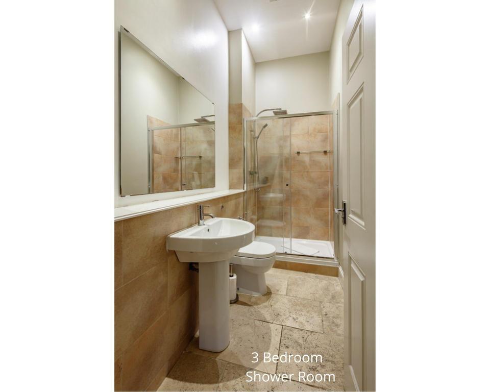 Apt 20/2: Shower room
