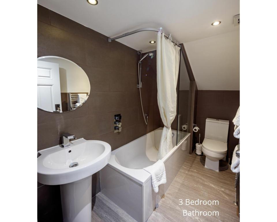 Apt 20/4: Bathroom