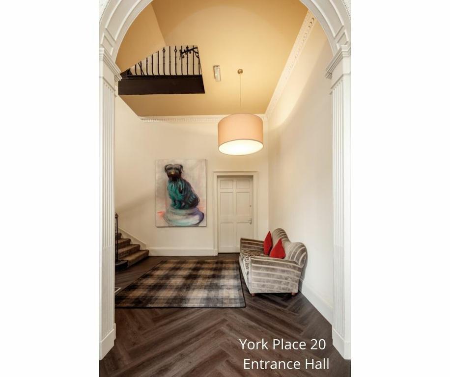 20 York Place: Entrance hall
