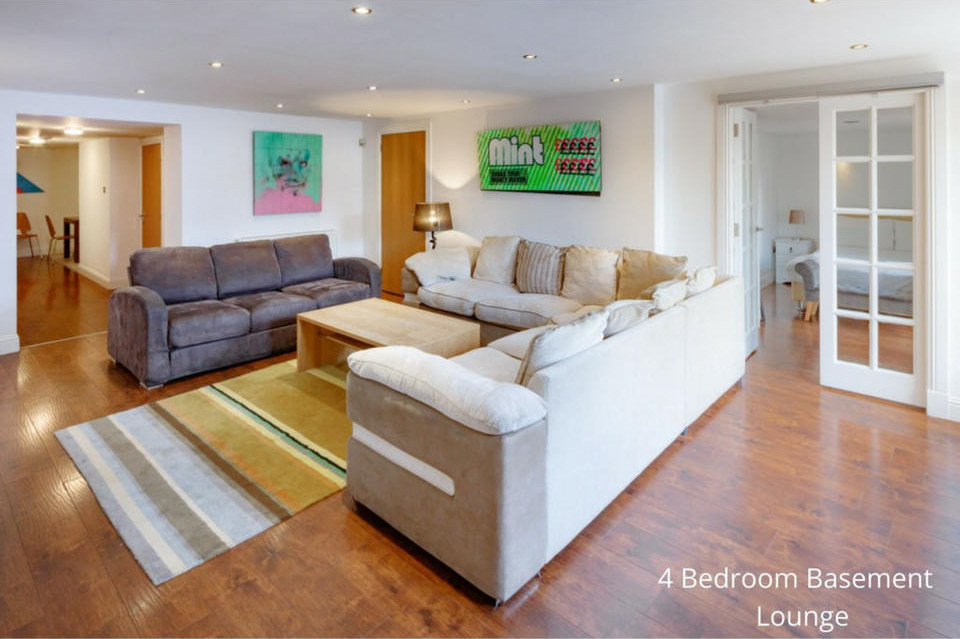 Apt 20A: Living area