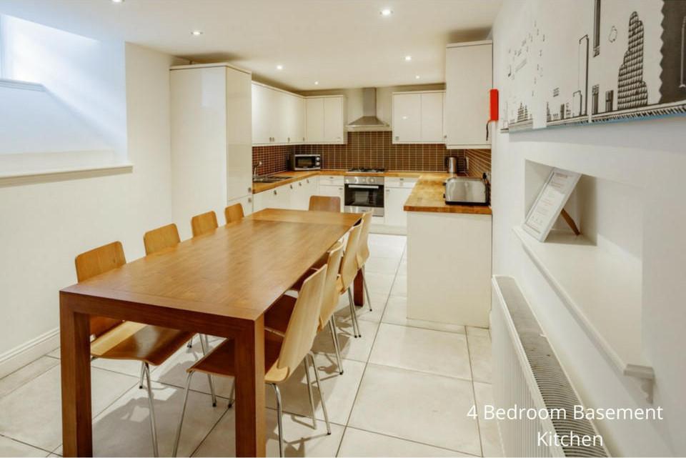 Apt 20A: Dining kitchen