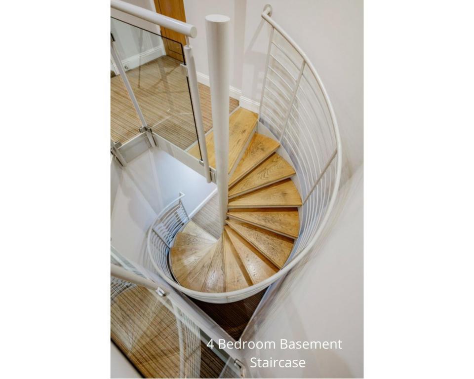 Apt 20A: Spiral stair