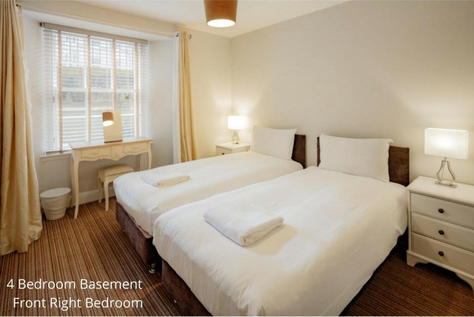 Apt 20A: Bedroom