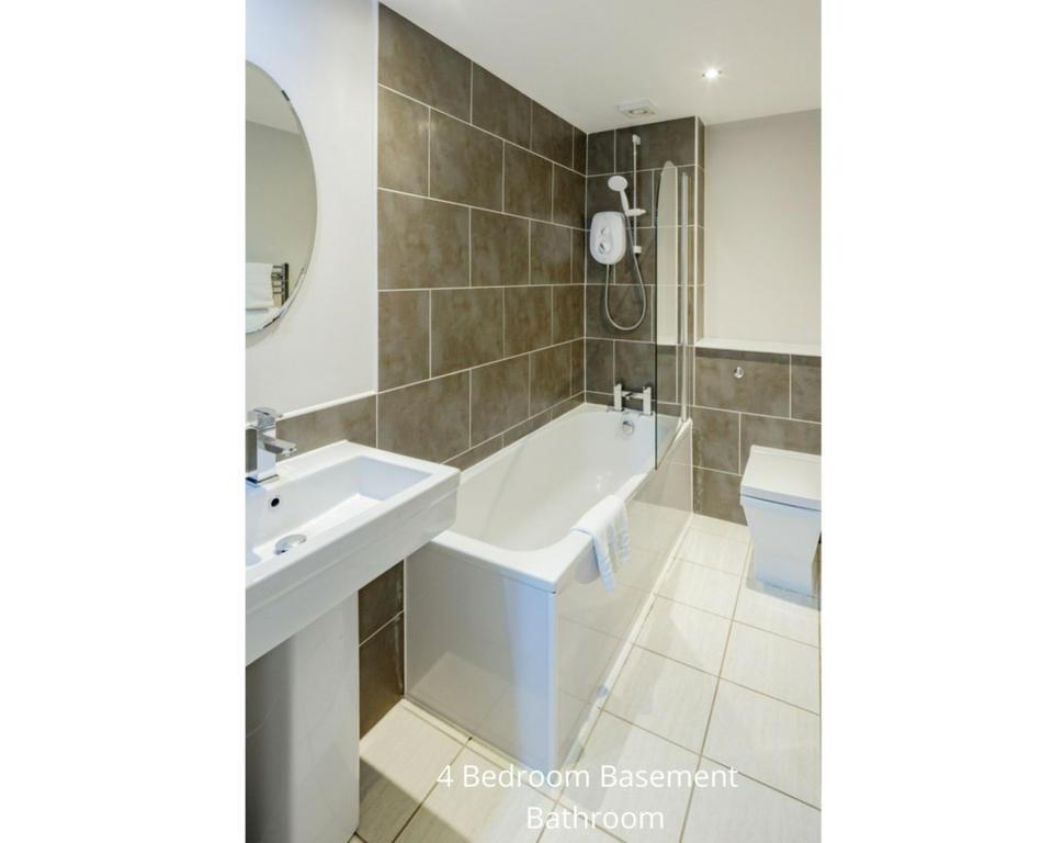 Apt 20A: Bathroom