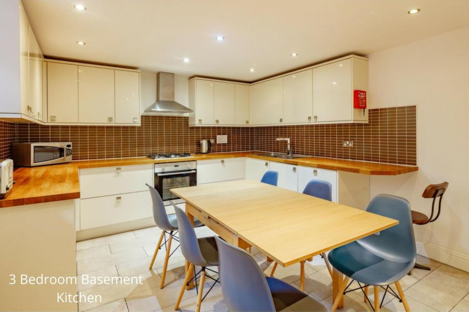 Apt 20B: Kitchen