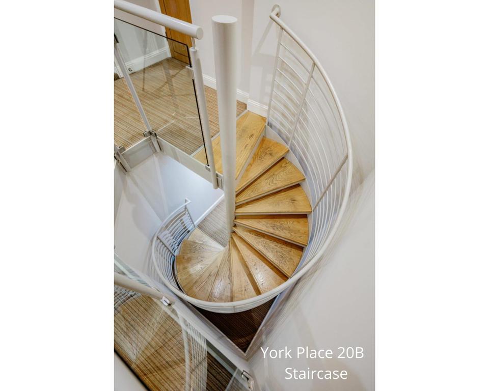 Apt 20B: Internal stair