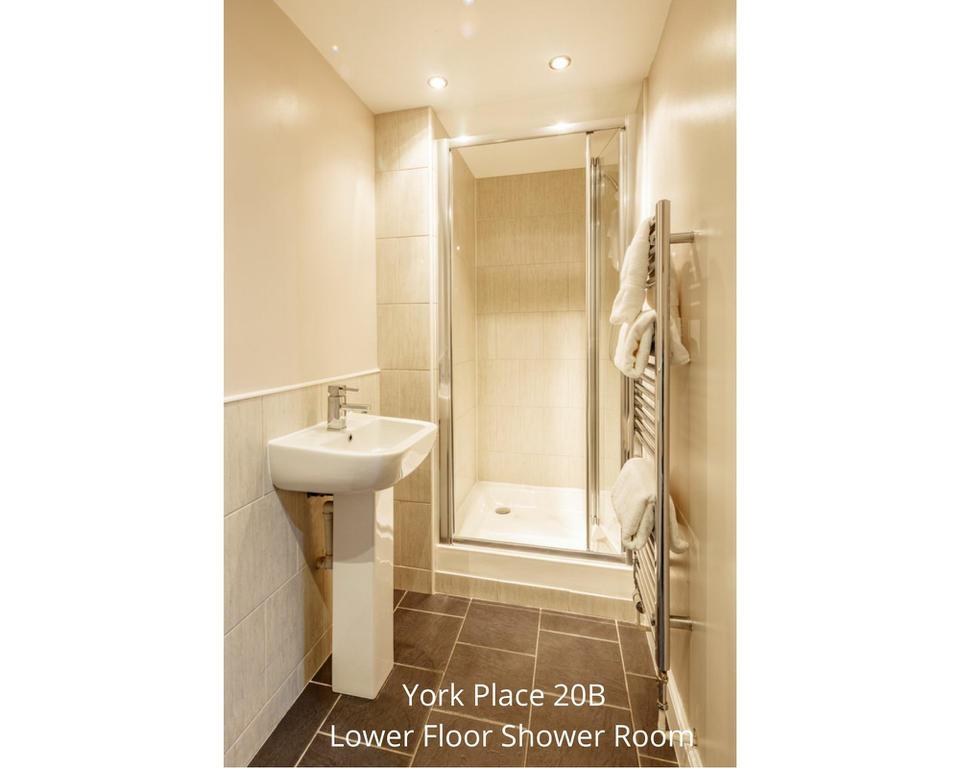 Apt 20B: Bathroom