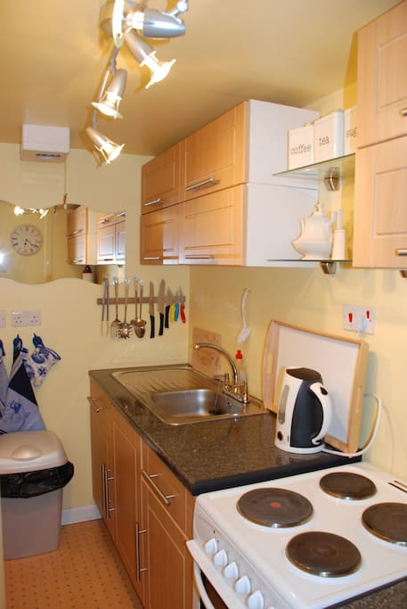 Small but well equiped kitchen with cooker, oven, microwave, utensils and washing machine