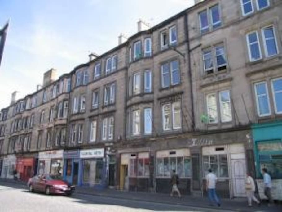 Edinburgh apartments 142 easter road apt 5 easter road outside view negle Images