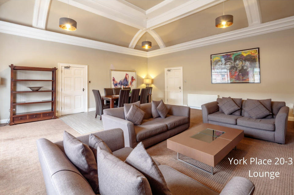 4 bedroom apartment (Lounge)