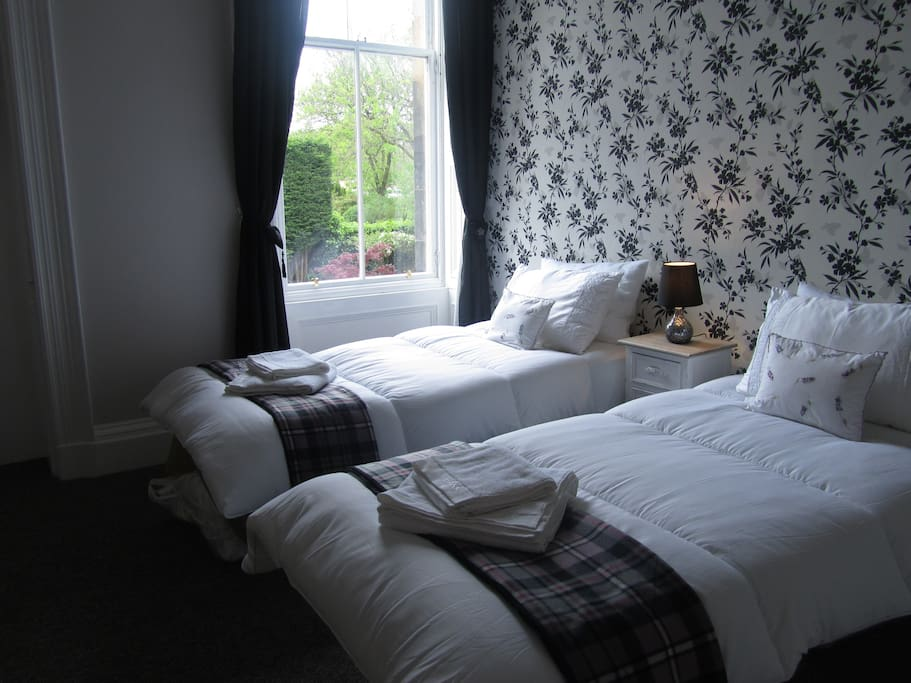 Bedroom (made up as twin room)