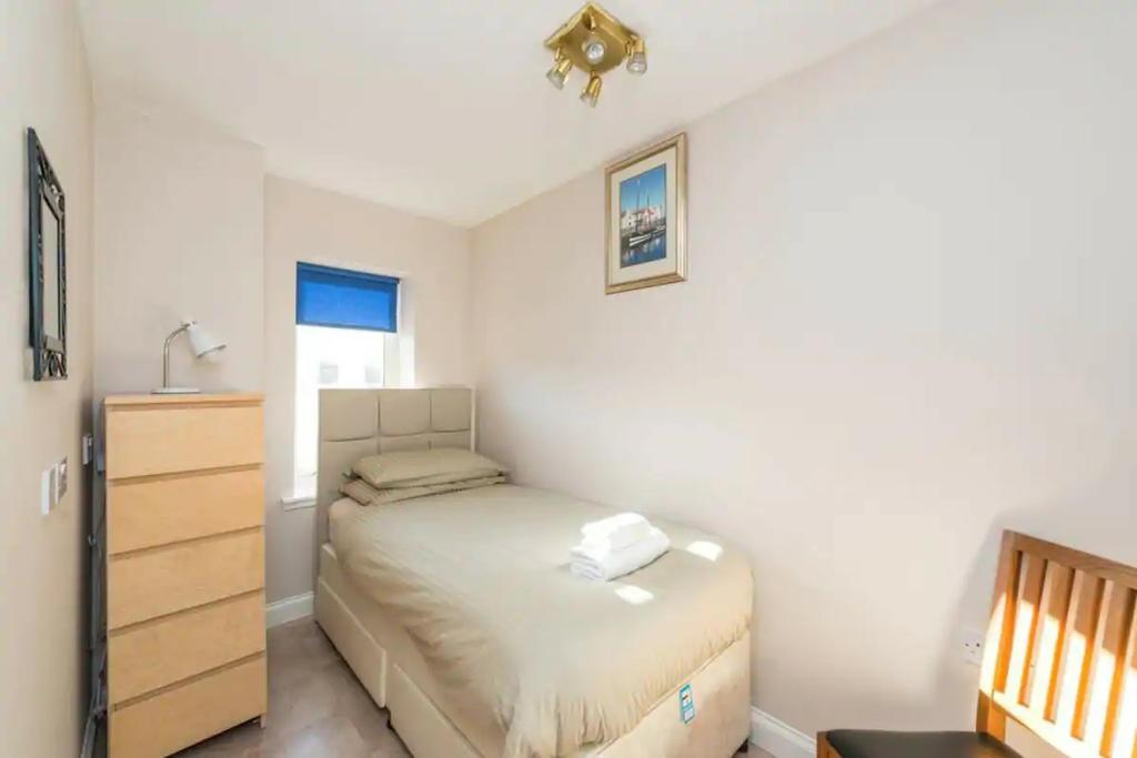 Single bedroom on 1st floor