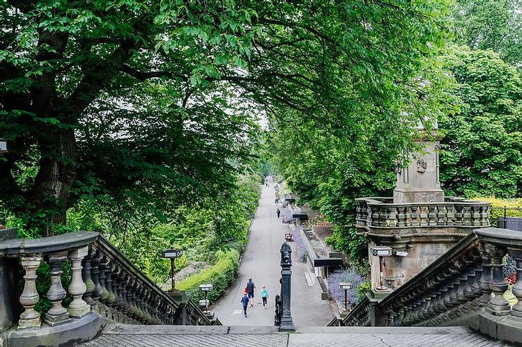 Princes St Gardens (5 mins walk)