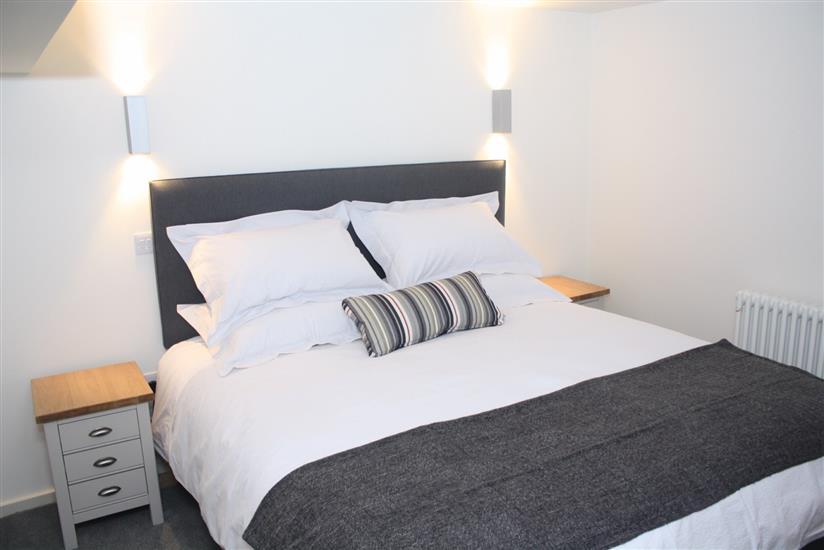 Bedroom (mezzanine level)
