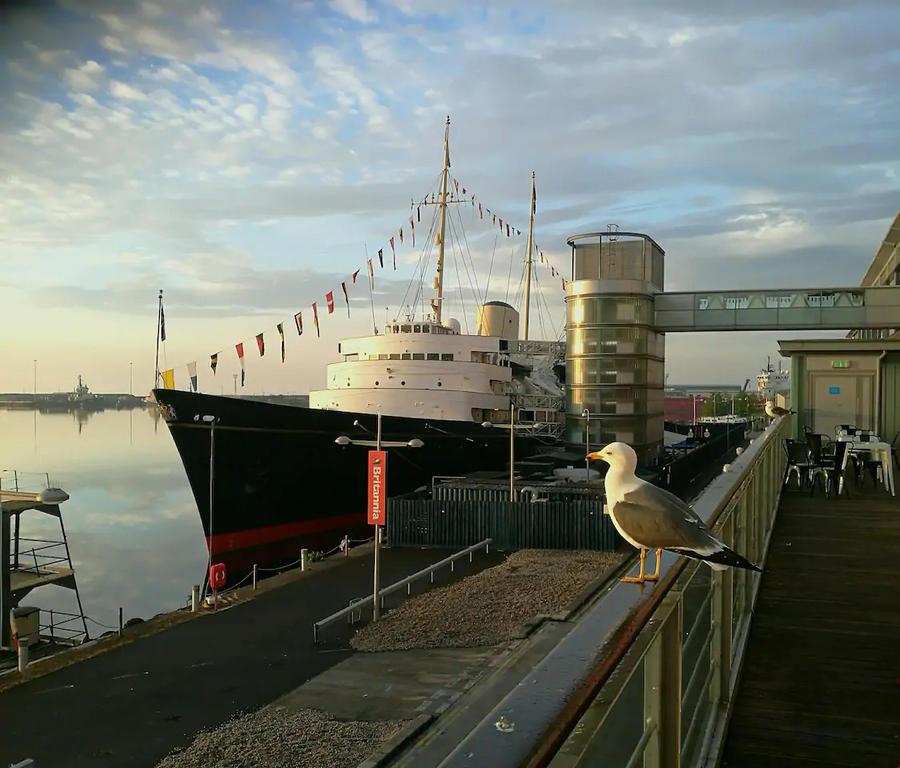 10 minutes walk to Ocean Terminal for the multiplex Vue cinema and Royal Yacht Britannia