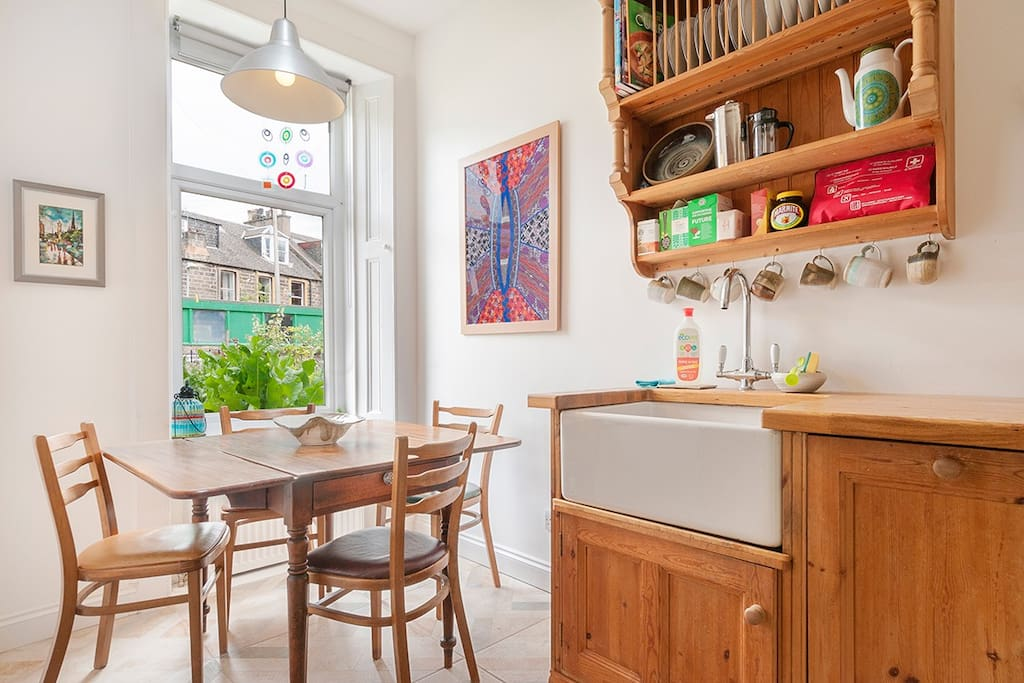 Cosy kitchen with garden view, dishwasher and underfloor heating