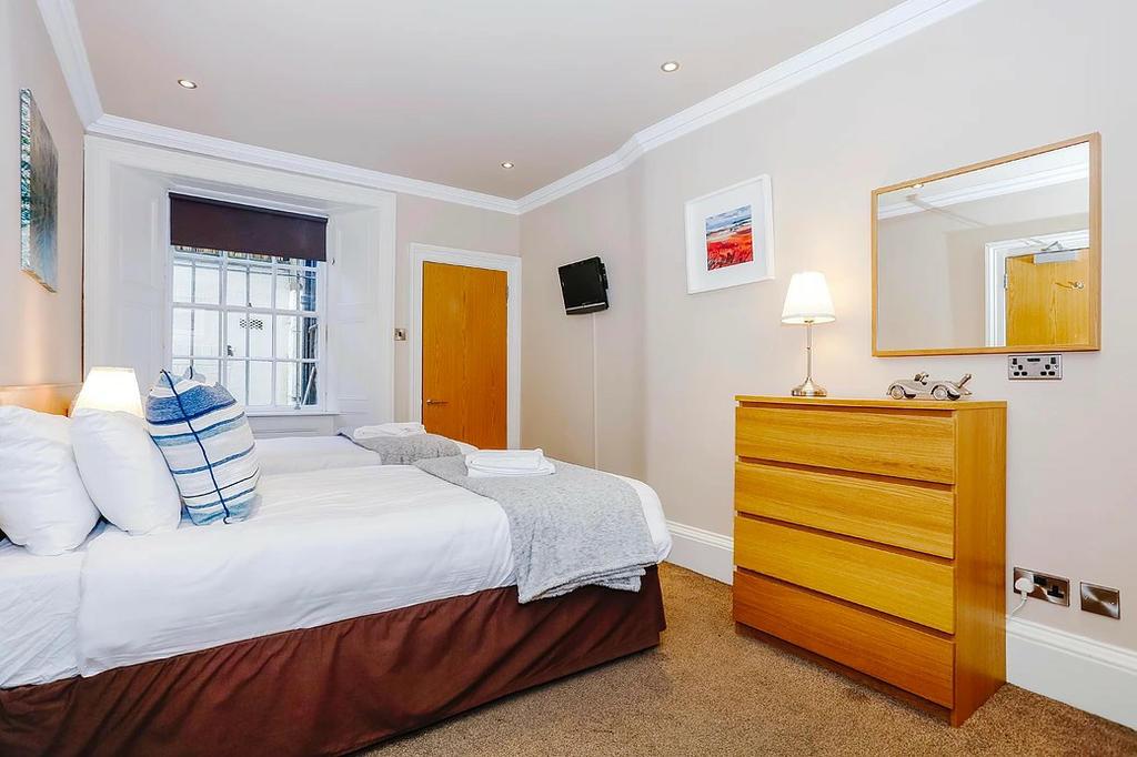 Bedroom 1 (en-suite with zip&link beds)