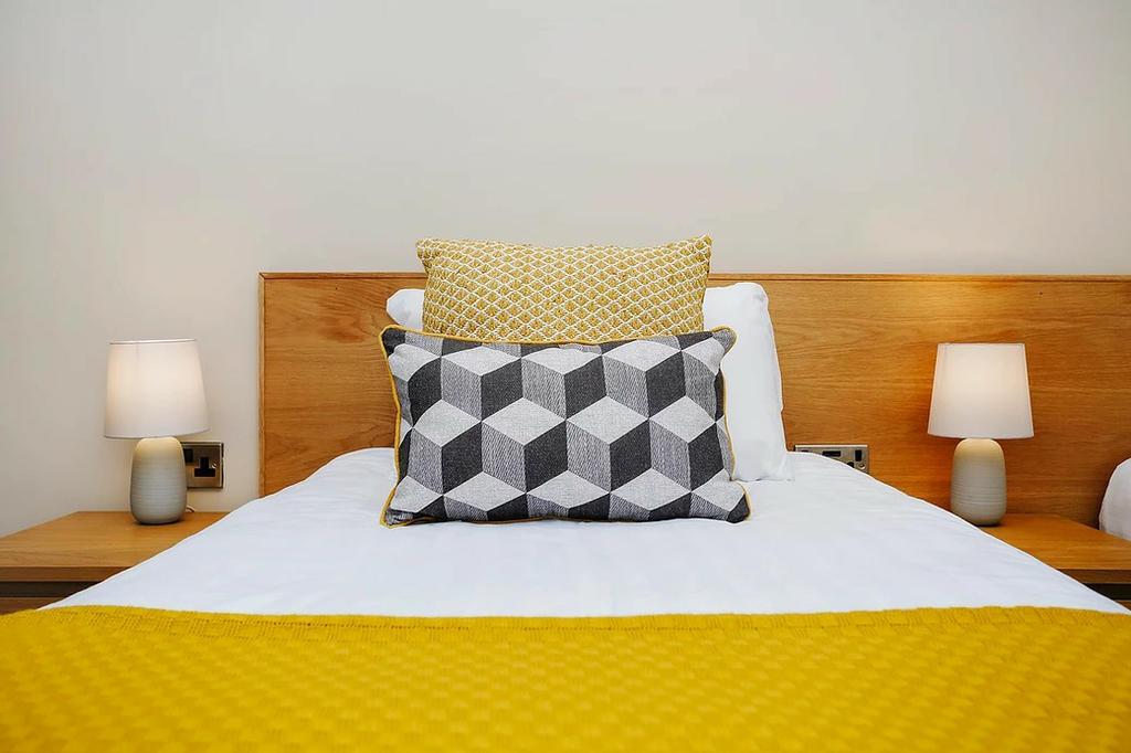Bedroom 2 (en-suite with zip&link beds)