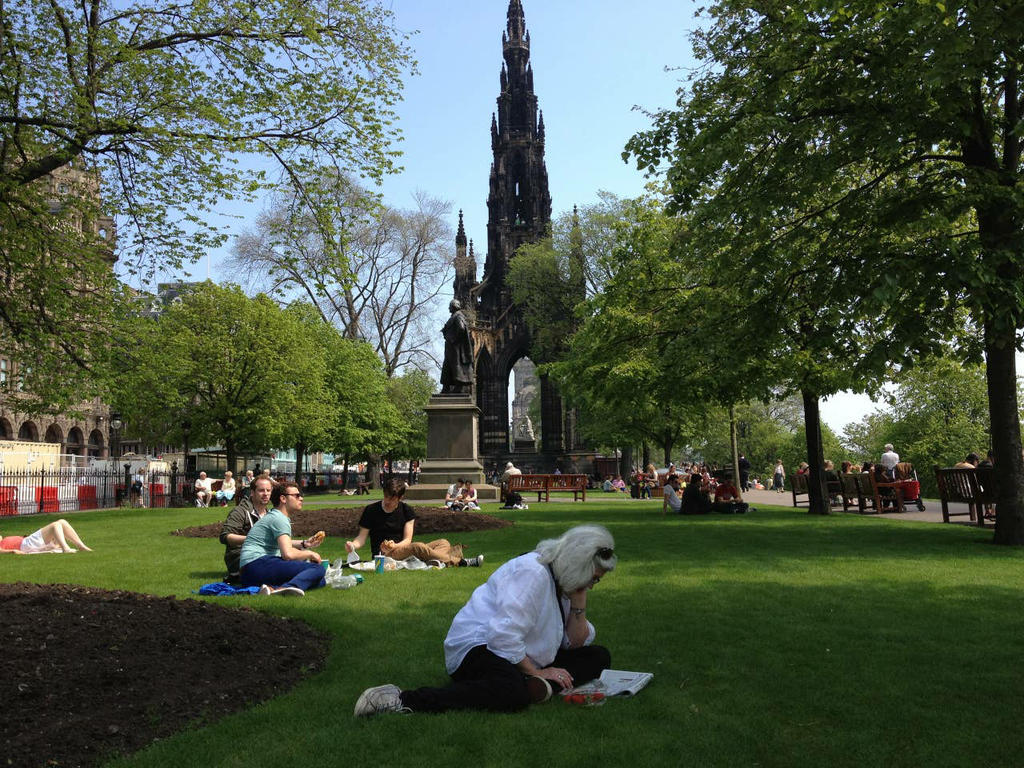 Edinburgh has lots of parks and green spaces, perfect for reading a book or having a picnic with friends!